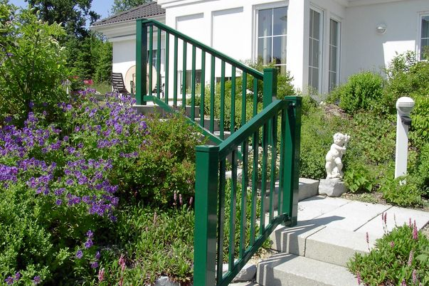 Staketen Geländer für Treppe - mit integriertem Handlauf.