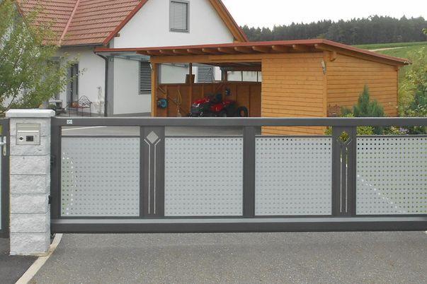 "Decor-Perforée Tore ""Perfor"" - Tür & Schiebetor mit Vierkant-Lochblech und Ornament Perfor-Motiv (nach Kundenwunsch)"