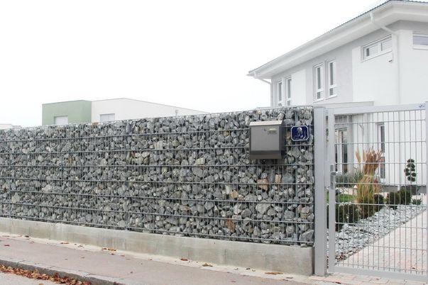 Clôture gabions - et poteaux gabions + panneaux grillage double,convient bien au portillon. remplissage de pierres = par le client.