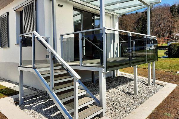 Glass-Klemme und -Clips Geländer mit Handlauf TopRail - VSG Grau mit Klarsicht-Folie