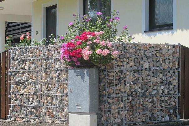 Clôture gabions - et panneaux grillage + poteaux en aluminium pour gabions, remplissage de pierre = par le client.