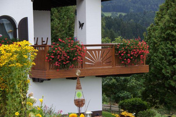 Flat-Design Geländer Motiv - Holzdekor für Sonnenmotiv-K3_001 und Lattenfüllung. Handlauf-Freilaufend, Balkonblende als Extra.