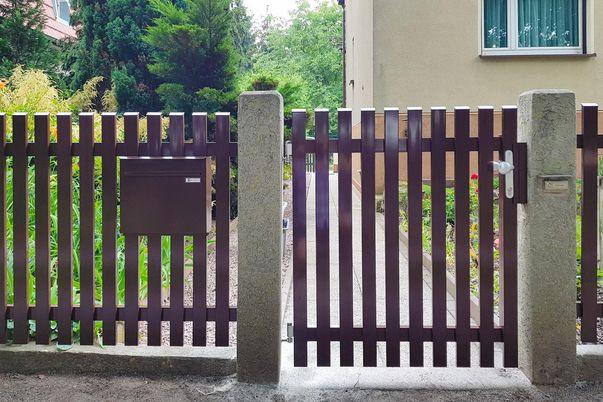 Paliquad60 portillon et clôture - avec boîte aux lettres comme accessoire.