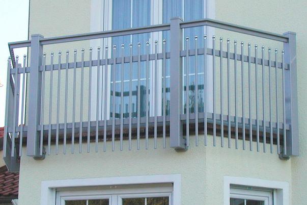 Geländer Palisade mit Kugelkappen  - und Verlängerung nach unten