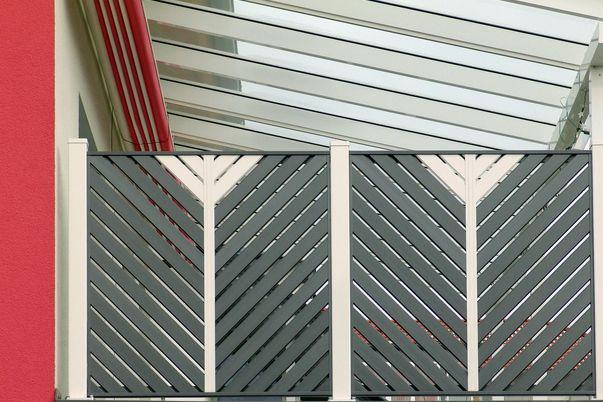 Sichtschutz Lattenfuellung Diagonal  - mit Schmuckfarbe