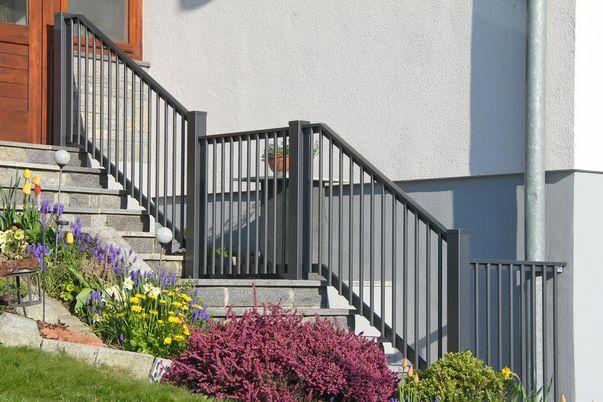 Palisaden Treppen-Geländer - mit integriertem Handlauf