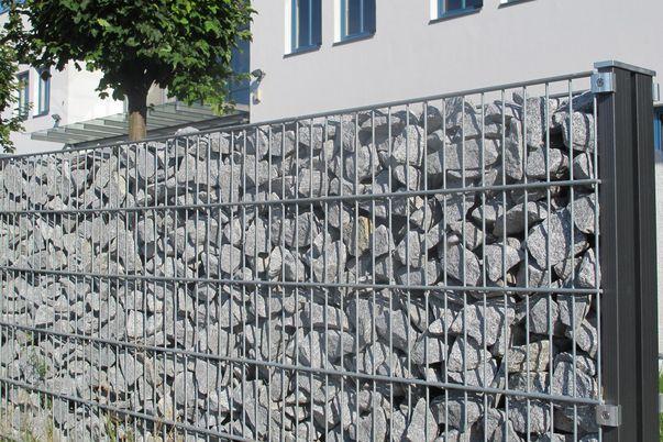 Clôture gabions - et panneaux grillage double + poteaux gabions (remplissage de pierres = par le client)