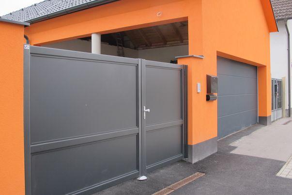 Flat-Design Tor Vollblech  - Einfahrtstor mit Vollblech-Füllung.
