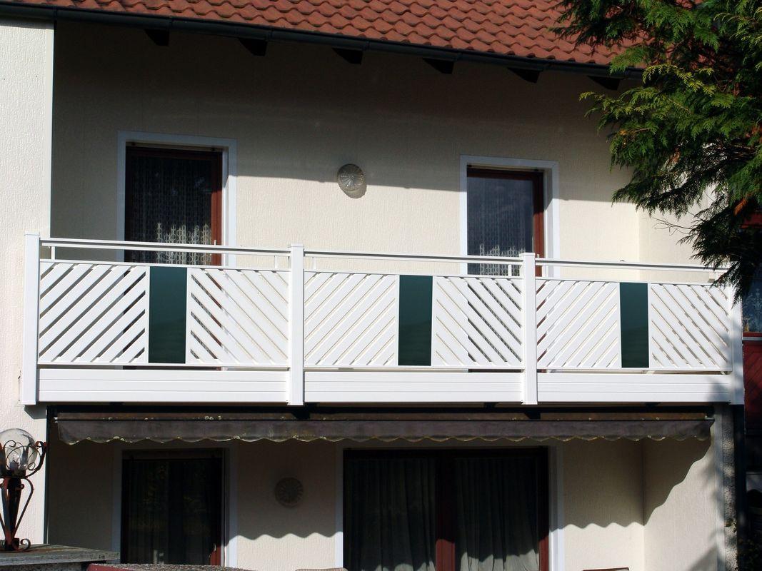 Remplissage lattes garde corps balcons en alu - Habillage balcon ...