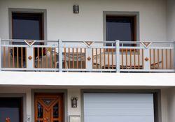Staketen Geländer mit Ornament Panelo