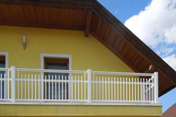 Palisaden Geländer - mit freilaufendem Handlauf für Balkon.