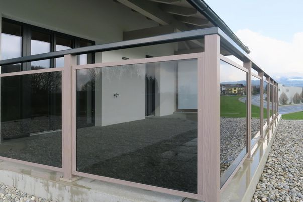 Glasalo Geländer mit Handlauf TopRail - VSG Grau mit Klar-Folie