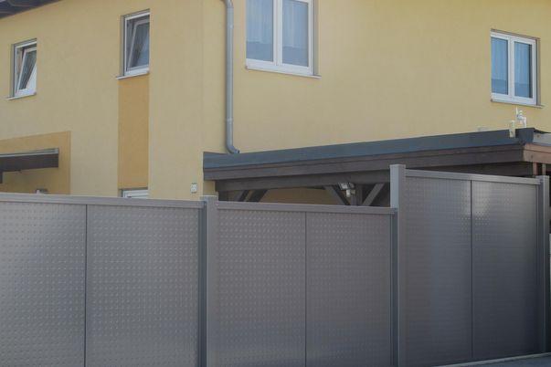 Flat-Design Sichtschutzfelder Noppenblech -