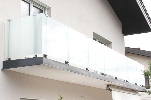 Glass-Clips Geländer - mit VSG Mattweiß-Folie.